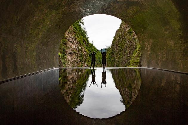 トンネルを抜けると、素晴らしいアートが。
