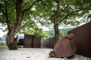 鉄の廃材を使って素敵な公園に